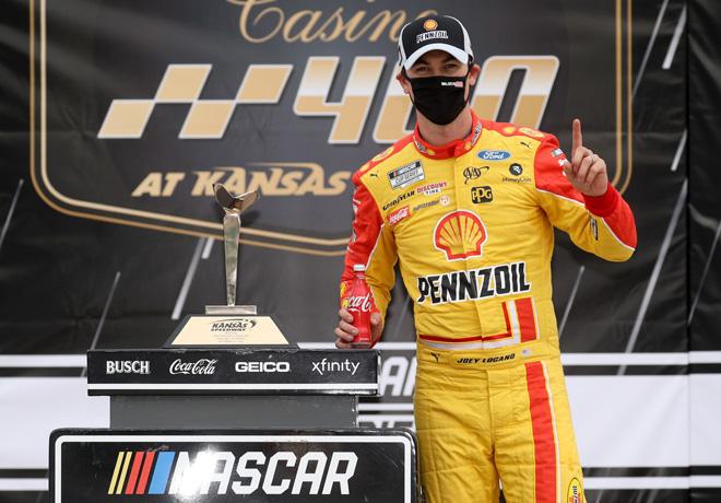 NASCAR en Kansas – Carrera: Joey Logano ganó en sufrido final y ya está clasificado para Phoenix.