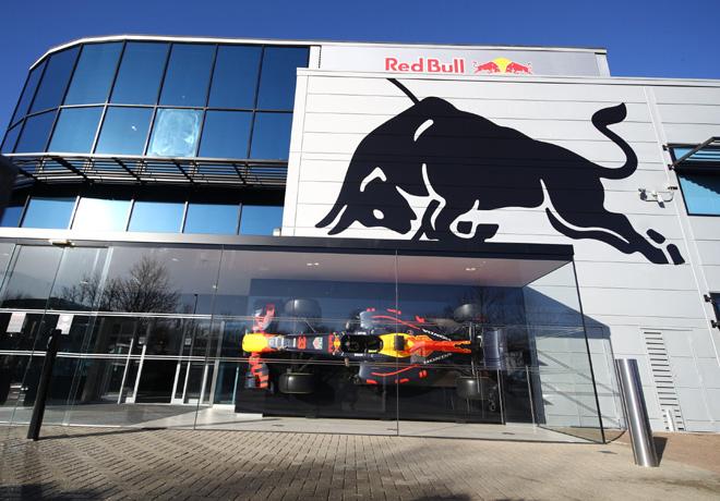 Fórmula 1: Red Bull Racing se aseguró a 6 ingenieros top de Mercedes con miras a su nuevo motor tras la partida de Honda a fines de este año.
